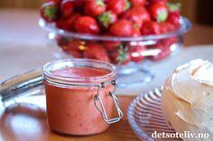Jordbærpavlova med jordbærcurd og krem | Det søte liv
