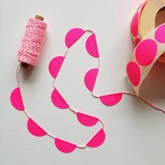 o-k-e-r: DIY - KIT: make your own sticker dot garland      8 die