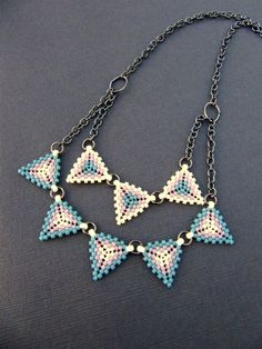 Flip through Interweave's beading section, an expertly curated online beading resource with tons of beading patterns, tips and inspiration! Interweave is the be