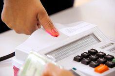 REGIÃO DOS LAGOS - BÚZIOS - ELEIÇÕES 2014 JORNAL O RESUMO: TSE mantém urnas biométricas para o 2° turno em Bú...