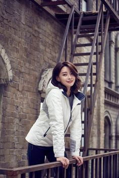 Hello Venus Member Nara Gets Warm with 'Eider' Clothing | Koogle TV