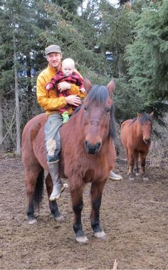 "Eivin hanging out on his horse ""Black Star"" with Findlay today. Alaska The Last Frontier, Living In Alaska, Educational Programs, Discovery Channel, Black Star, National Geographic, Hanging Out, Favorite Tv Shows, Horses"