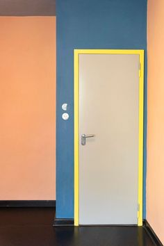 Meisterhäuser in Dessau by Walter Gropius and the modern interpreted New Masters' Houses by Bruno Fioretti Marquez. Classical Architecture, Landscape Architecture, Tall Cabinet Storage, Locker Storage, Old Abandoned Houses, Walter Gropius, Norman Foster, Urban Design, Bauhaus