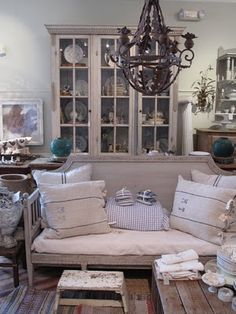 sure, it's an antique store, but I'd still live here