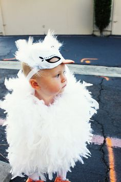 DIY swan costume via kellimurray.com #colorfulfall #pinparty