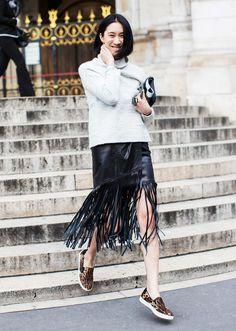 Leather fringe skirt + leopard slip-on sneakers : Eva Chen Mode Style, Style Me, Love Fashion, Fashion Tips, Fashion Trends, Style Fashion, Eva Chen, Khadra, Outfit Zusammenstellen