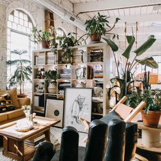 A Sunny, Stunning Loft Apartment in an Old Textile Factory Liz works at one of Philadelphia's number one places for thrift store goods, Jinxed, so she has lots of opportunities to fill her home with unique items. Earthy Home Decor, Unique Home Decor, Modern Decor, Modern Design, Home Design, Decor Scandinavian, Loft Interiors, Interior Decorating, Interior Design