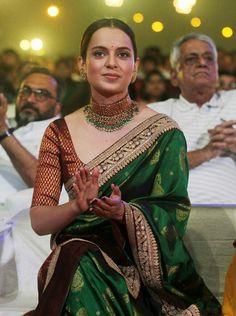 Kangana attended the Mumbai Police event by wearing a kanjeevaram sari by Sabyasachi. Indian Bridal Fashion, Indian Wedding Outfits, Indian Outfits, Silk Saree Blouse Designs, Silk Sarees, Sabyasachi Sarees, Bollywood Saree, Bollywood Actress, Bollywood Fashion