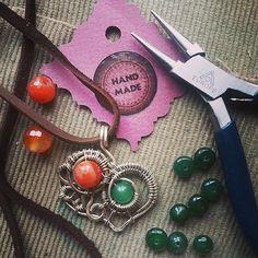 #Carnelian #Chrysoprase #heart #pendant #suspension #wirewrapped #workshop #wirewrap #jewerly #WireGalaxy
