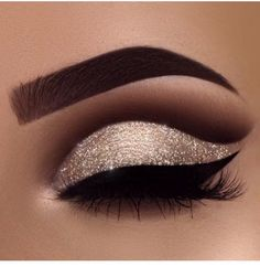 Eye Makeup Tips.Smokey Eye Makeup Tips - For a Catchy and Impressive Look Makeup Goals, Makeup Inspo, Makeup Art, Makeup Inspiration, Makeup Tips, Beauty Makeup, Makeup Ideas, Formal Makeup, Prom Makeup
