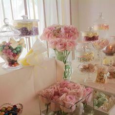 #candybar #fashion #arrangement ##sweets #weddingplanner #floraldesigner #eventidiclasse www.gennymonaco.it