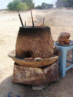 PAIN TABOUNA (Pain Maison)       C'est un pain artisanal rond assez aplatie réalisé à base de farine, cuit le long des parois d'un ...