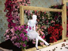#HUGOBOSS #STORE in #CHAMPS-ELYSEES, #PARIS' #France #window #display #roses