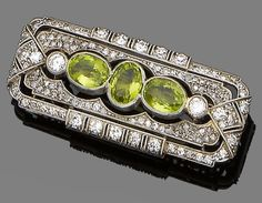 Antique Jewelry Brooches : A peridot and diamond brooch circa Centrally-set with three oval-cutperi Edwardian Jewelry, Antique Jewelry, Vintage Jewelry, Vintage Brooches, Mens Diamond Stud Earrings, Diamond Brooch, Modern Jewelry, Fine Jewelry, Jewellery Box