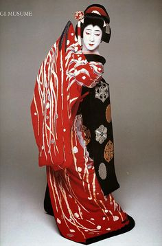 fromthefloatingworld:  Bando tamasaburo sagi musume red kimono by blackblizzard661 on Flickr.