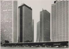 De foto Shinju-ku van Thomas Struth. Tokyo 1986.