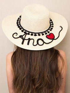 Chapéu de Praia Summer Feeling - 21663 Silly Hats, Fancy Hats, Moda Afro, Painted Hats, Hat Crafts, Diy Hat, Beach Design, Embroidery Fashion, Summer Hats