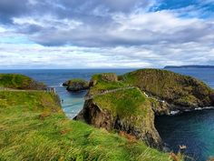 The best way to see the beautiful green island of Ireland is by car. Take a road trip and discover these 5 must see places in the Emerald Isle. Jurassic Coast, Picnic Spot, Irish Sea, Castle Ruins, Suspension Bridge, Green Landscape, Emerald Isle, Like A Local, Europe