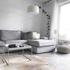 Habt einen wundervollen Freitag Abend und genießt euer Wochenende! Vielen lieben Dank @uniquejules für dieses wundervolle Bild Deiner good moods Lichterkette! #goodmoods #stringlights #scandinavian #interior #decor #livingroom #couch #grey #white #lichterkette #urgestein #pillows #stehlampe #teppich #home #decoration #2017  #friday #friyay #night #weekend