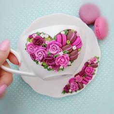 Заказ готов❤️нежная #чайнаяпара уже радует свою хозяйкувозможен повтор1200 ₽#подарок #чай #розы #макаруны #macarons #macaroni #polymerclay #pink #chocolate #вкусняшки #подароккуме #маринаможет