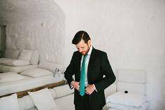 El novio. Boda hipster al aire libre organizada por Detallerie. The groom. Outdoors hipster wedding by Detallerie.