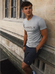 Fitness hombres muscle mens fashion 67 Ideas for 2019 Mode Man, Outfits Hombre, Attractive Guys, Casual Summer Outfits, Outfit Summer, Casual Party, Mens Clothing Styles, Mens Tees, Male Models