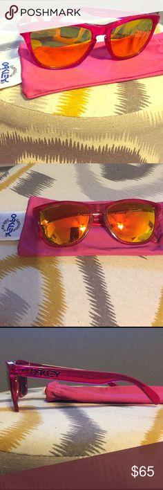 Oakley Frogskins Sunglasses Oakley Frogskins. Hardly ever worn. Polarized lens. Hot pink frame. Oakley Accessories Sunglasses