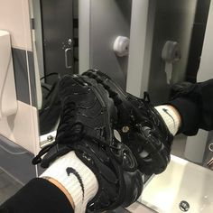 If tns weren't an eshay thing I'd actually wear it Sock Shoes, Cute Shoes, Me Too Shoes, Moda Sneakers, Shoes Sneakers, All Black Sneakers, High Top Sneakers, Basket Style, Tn Nike