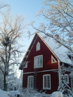 A typical Swedish house in wintertime - once again LOVE the look of the windows Swedish Cottage, Red Cottage, Cozy Cottage, Swedish Style, Swedish Design, Norwegian House, Stockholm, Sweden House, Red Houses