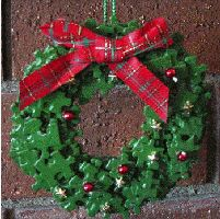How to make a jigsaw puzzle piece wreath