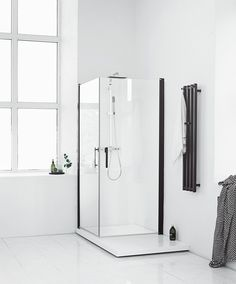 Here you will find a lot of inspiration for your new bathroom. Browse through the pictures to find the bathroom design which matches your personal style! Minimalist Interior, Minimalist Design, Modern Design, Welcome To My House, Modern Shower, Interior Decorating, Interior Design, Chic Bathrooms, Layout