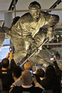 The new Lemieux statue. Well-deserved.