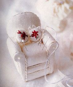 ༺༺༺♥Elles♥Heart♥Loves♥༺༺༺ .............♥Pincushions♥............. #Pincushion #Pin #Cushion #Design #Sewing #Notions #Needle #Handmade #Vintage #Craft #Tutorial #Pattern ~ ♥Pincushion Pattern