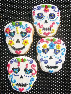 ** CUISINE ** Biscuits pour le jour des morts à faire avec une pate sablée, du glaçage sucre glace + blanc oeuf, décoré avec des feutres de scrapcooking (aussi appelé stylo de glaçage) ou décorations en sucre, fleurs en sucre...