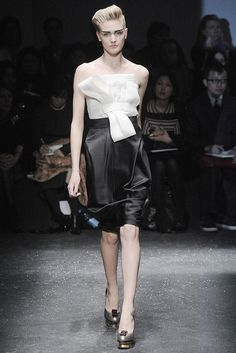 Gianfranco Ferré Fall 2009 Ready-to-Wear Fashion Show - Tabea Koebach