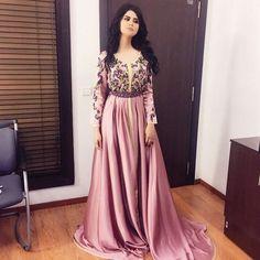 Traditional Fashion, Traditional Dresses, Hijab Fashion, Fashion Dresses, Oriental Dress, Mode Abaya, Arabic Dress, Moroccan Caftan, Caftan Dress