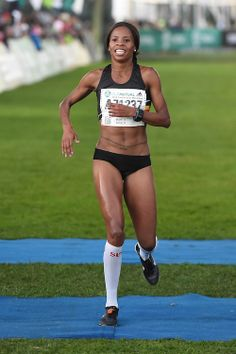 9 April Fourth place Mapaseka Makhanya during the womens half marathon of the Old Mutual Two Oceans Marathon. Running for team - fueled by Marathon Running, Oceans, South Africa, Boxer, Health Fitness, Journey, Image, Athlete, Boxer Pants