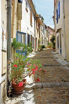 Ruelle d'Arles par Aschaf - Le célèbre peintre Van Gogh a connu une fureur créatrice au sein de ce volage