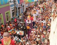 Desfile de bonecos gigantes no carnaval de Olinda. Pernambuco - Brasil.