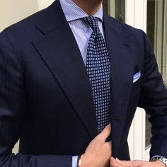 """Closeup from yesterday of Tom wearing a full outfit by Viola Milano. Tie: """"Cube Pattern self-tip silk - Navy"""" Pocket Square: """"Navy"""" Shoestring Cotton/Linen Shirt: """"Blue/White"""" striped slimline. Der Gentleman, Gentleman Style, Sharp Dressed Man, Well Dressed Men, Mens Fashion Suits, Mens Suits, Terno Slim, Mode Costume, Style Masculin"""