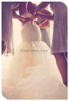 Mermaid wedding dress ...great wedding dress site