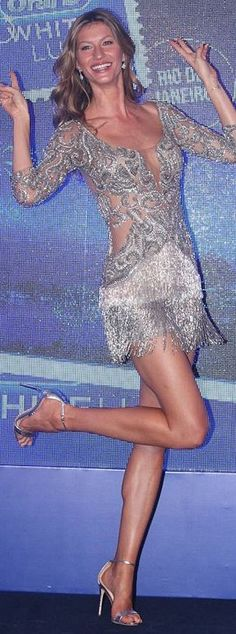 Who made Gisele Bundchen's beaded fringe dress and silver ankle strap sandals?