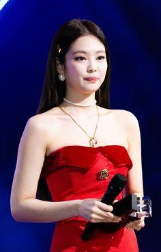 Your source of news on YG's current biggest girl group, BLACKPINK! Kim Jennie, Kpop Girl Groups, Korean Girl Groups, Kpop Girls, K Pop, Divas, Queens, Girl Celebrities, Blackpink Jisoo