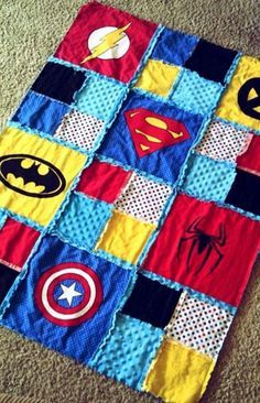 Patchwork avengers and superhero quilt. Superhero Quilt, Superhero Room, Cadeau Baby Shower, Sewing Crafts, Sewing Projects, Shower Bebe, Diy Couture, Patchwork Quilting, Baby Quilts