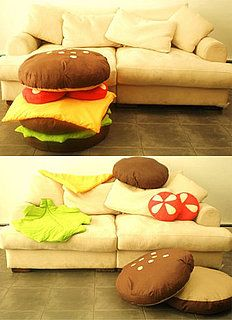 Scatter Cushions: Love It or Hate It? Love this hamburger pillow set!Love this hamburger pillow set! Food Pillows, Cute Pillows, Throw Pillows, Dyi Pillows, Funny Pillows, Diy Couture, Cool Inventions, Scatter Cushions, Ottoman Cushions