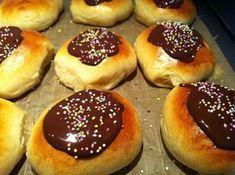 Evas Køkken: Verdens bedste fastelavnsboller med marcipanremonce Baking Recipes, Cake Recipes, Dessert Recipes, Cake Candy, Sweet Dumplings, Muffins, Scandinavian Food, Donuts, Danish Food