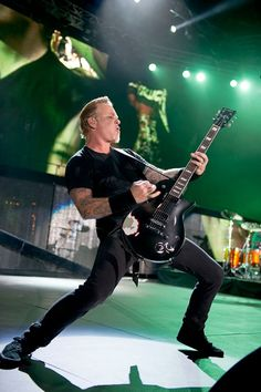 Metallica! Fuck yea! Look at the shadow on the floor!!!!!