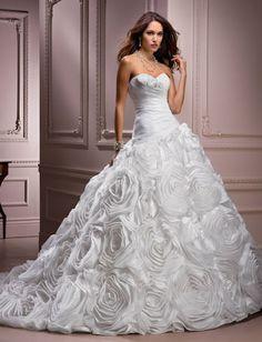 49f4abf84701337 Свадебное платье с большими розами на юбке салон ЖениховНет elodie maggie  sottero