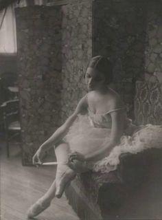 Anna Pavlova by Pierre Choumoff, c. Anna Pavlova, Ballet Vintage, Vintage Dance, Shall We Dance, Just Dance, Ballerina Dancing, Ballet Dance, 1920s, Ballet Russe
