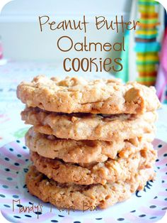 These Peanut Butter Oatmeal Cookies are great for afterschool. Or breakfast in my opinion! They have peanut butter chips all throughout the oatmeal cookies! Peanut Butter Oatmeal, Peanut Butter Chips, Peanut Butter Recipes, Köstliche Desserts, Delicious Desserts, Dessert Recipes, Yummy Food, Yummy Cookies, Yummy Treats
